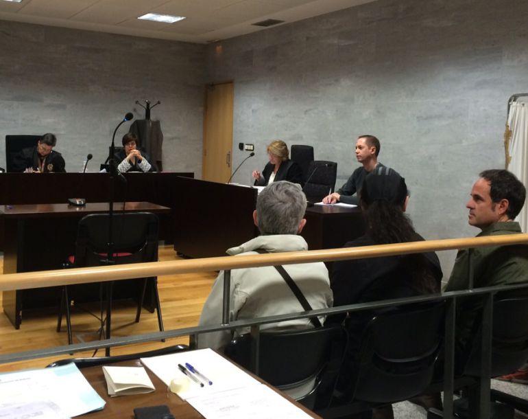 Miembros de Pannagh durante el juicio