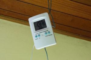 Termohigrómetro para medir la humedad relativa y la temperatura.